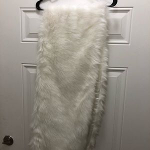 NEW faux fur white stole